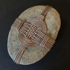 Zen Stone' Kurosur-do' Cross Road Hand Stone String Crafts, Rock Crafts, Zen Rock, Rock Art, Stone Wrapping, Sticks And Stones, Origami Art, Shell Art, Nature Crafts