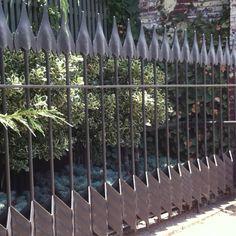 Ein Zaun mit Pfeilen! Bogensport! Custom wrought iron Arrow Line Fence. Bowood Farms.