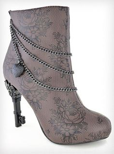 LOOK! the heels are keys! So want this! Steampunk Boots 37156e71fac