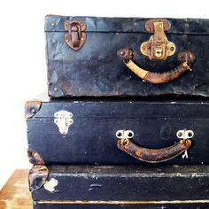 black vintage luggage #yankinaustralia #travel