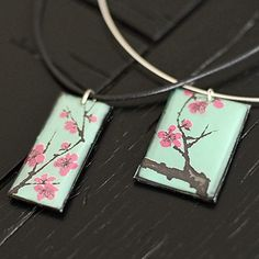 Arizona Green Tea Can, Balsa Wood & Resin Can-Do Recycled Necklace diy... http://www.bhg.com/crafts/beads/jewelry/can-do-recycled-necklace/  #Asian #SodaCanJewelry #Metal #Recycle #Stash #FoundObjects