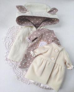 Сделано на заказ. #одеждадлякукол #кукольнаяодежда #комплектодеждыдлякуклы #платьевгорошек #пальто #кашемир #пальтодлякуклы #наряддлякуклы #стиль #стильно #модно #шью #люблюшить #шьюсама #кукла #dress #dressfordoll #artdoll #clothes