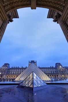 Paris est une Fête! — Le Musée du Louvre, Paris.