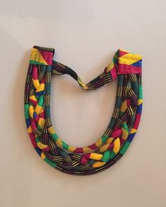 Collier ras du cou en wax africain Rope Jewelry, Gypsy Jewelry, Jewellery, African Earrings, African Jewelry, Fabric Necklace, Diy Necklace, Textile Jewelry, Fabric Jewelry
