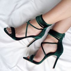 Love these green high heels love them looks sooo beautiful and amazing my favourite.