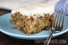 If you love hummingbird cake, but don't love the time it can take to make one, you'll love this recipe. Southern Hummingbird Sheet Cake is a recipe for hummingbird cake that's made into a super simple sheet cake. Köstliche Desserts, Delicious Desserts, Dessert Recipes, Yummy Food, Easter Desserts, Frosting Recipes, Healthy Desserts, Drink Recipes, Yummy Recipes
