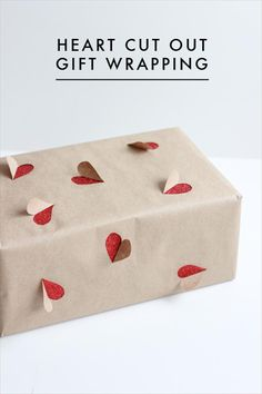 2 simple Valentine's Day gift wrapping ideas - The House That Lars Built The House That Lars Built.: 2 simple Valentine's Day gift wrapping ideas Valentines Bricolage, Valentine Day Crafts, Birthday Crafts, Creative Gift Wrapping, Creative Gifts, Wrapping Gifts, Cute Gift Wrapping Ideas, Wrapping Papers, Gift Ideas