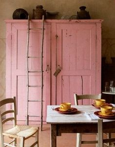 rose colored cupboard... love the ladder...