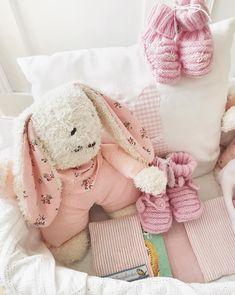 Stoffhase 🐰 #kuschelhase #stofftiere #pixibuchhülle #babyfinken #rosarot #meinkönigskind #ohnechemie #liebezumdetail #allerliebst #fürdiekleinen #nähenmachtglücklich #stoffigesundmehr #stgallen