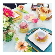 Bom dia minhas lindezas... Um sábado de cores e flores!  #semanamesahits_flowerpower Amei esse tema!  #mesahits #lardocemesa #lardocecasa #mesaposta