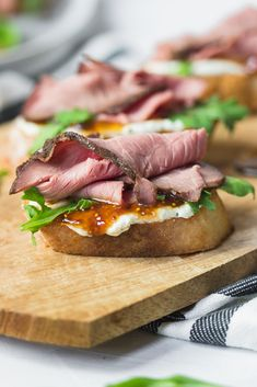 Snacks Für Party, Appetizers For Party, Appetizer Recipes, Roast Beef Appetizers, Roast Beef Tea Sandwiches, Christmas Appetizers, Sandwich Recipes, Vegan Sandwiches, Heavy Appetizers