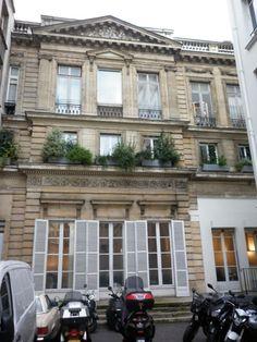 Hôtel Titon (1776) 58, rue du Faubourg-Poissonnière Paris 75010. Architecte : Jean-Charles Delafosse. Façade sur jardin, vers la cité Paradis.