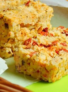Zapekaná ryža so sušenými paradajkami a cukinou Spring Rolls, Starters, Quiche, Mashed Potatoes, Lunch Box, Ale, Bread, Snacks, Vegan
