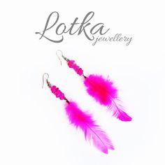 Piękne różowe kolczyki z piórek - więcej na www.idadi.pl/lotka