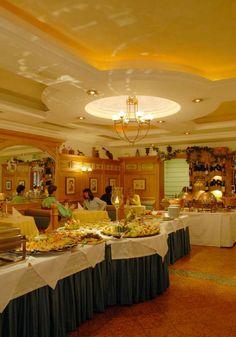 Hotel HANNESHOF - Restaurant Hotels, Wellness, Restaurant, Table Decorations, Furniture, Home Decor, Felting, Decoration Home, Room Decor