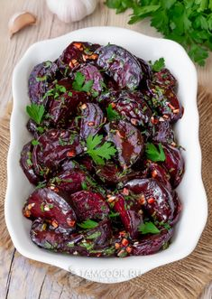 Things You Can Barbecue but Probably Dont - Lee Valley Tools Beet Recipes, Soup Recipes, Vegetarian Recipes, Barbecue Pizza, Roasted Walnuts, Smoking Recipes, Western Food, Soup And Salad, Beets
