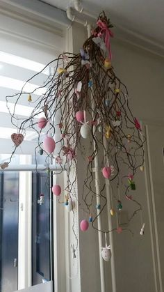 diverse inspiratie en tips welke boom je kan kopen (ook kunst) – Mamaliefde. various inspiration and tips which tree you can buy (also art) M Spring Door Wreaths, Easter Wreaths, Easter Crafts, Christmas Crafts, Christmas Decorations, Spring Decorations, Easter Tree, Diy Ostern, Deco Floral
