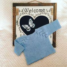 Paso a paso de jersey de punto a tricot con raglán espiga para bebe   Molan Mis Calcetas Baby Knitting Patterns, Knitting For Kids, Baby Pullover, Baby Cardigan, Crochet Baby, Knit Crochet, Bebe Baby, Cotton Club, Baby Sweaters