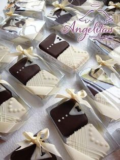 Cookies Wedding Favors Royal Icing 64 Ideas For 20 Wedding Cake Cookies, Cookie Wedding Favors, Chocolate Wedding Favors, Creative Wedding Favors, Unique Wedding Favors, Wedding Desserts, Mini Wedding Cakes, Wedding Chocolates, Wedding Ideas