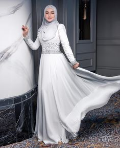 Smile Cute from Siti Nur Halizah 💖 - Malaysian Hijabi Siti Nurhaliza, Street Hijab Fashion, Hijab Chic, Beautiful Hijab, Hijab Outfit, Evening Dresses, Celebrities, Abaya Style, Smile