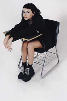 """toopoor: """" Ditched Class 2 Blow Ur BF :b """" Tomboyish Outfits, Aesthetic People, Grunge Hair, Grunge Dress, Dark Fashion, Mode Inspiration, Looks Cool, Girl Crushes, Gothic Lolita"""
