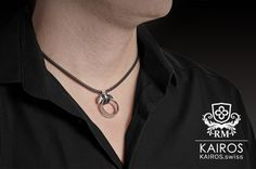 The RING GUARDIAN - a pendant you can attach you ring to. Looks so much better then tangeling it around your neck on a simle necklace. Chf, Fashion Bracelets, Washer Necklace, Etsy, Pendant, Rings, Silver, Jewelry, Objects