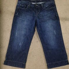 Madison and Co denim capri's Nice capri's in excellent condition Madison size 7/8 Madison and Co Pants Capris
