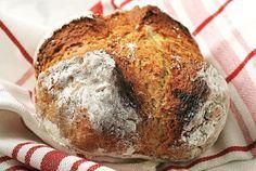 Τεμπέλικο ψωμί από την Αργυρώ Μπαρμπαρίγου | Αυτό είναι ένα τεμπέλικο ψωμί, όπως λέει και ο τίτλος του, και δεν χρειάζεται να προσέξετε τίποτα απολύτως