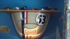 Tampa de motor do Fusca usado como decoração e luminária