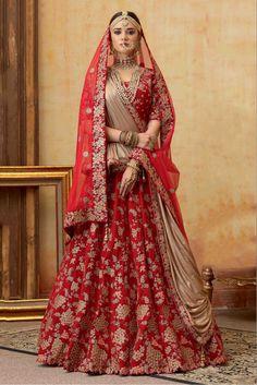 Wedding Lehenga Designs, Wedding Lehnga, Designer Bridal Lehenga, Indian Bridal Lehenga, Indian Bridal Outfits, Indian Bridal Fashion, Indian Bridal Wear, Indian Fashion Dresses, Latest Bridal Lehenga Designs