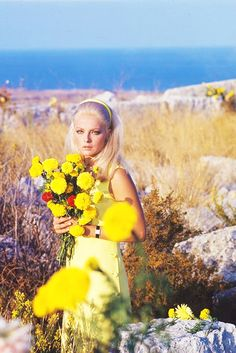 Virna Lisi on the set of Meglio vedova , 1968 Happy Birthday Sister, Happy Birthday Images, Red Lipstick Quotes, 60s Icons, 1960s Hair, Vintage Inspired Fashion, Italian Actress, Italian Beauty, Special People