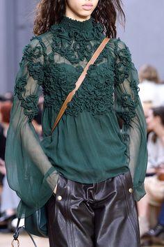 8e78643fd7db9 Chloé at Paris Fashion Week Fall 2016