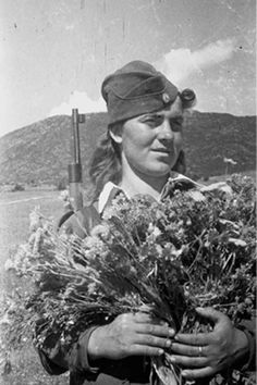 Female Soldier, Military Women, Insurgent, Ww2, Don't Forget, Greece, The Past, History, Firearms
