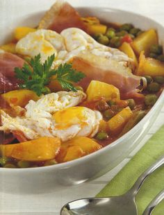 Portuguese stew with peas and poached eggs Beef Recipes, Vegetarian Recipes, Cooking Recipes, Healthy Recipes, Brazilian Dishes, Brazilian Recipes, Portuguese Recipes, Portuguese Food, Soups And Stews