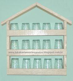 Então pessoal, hoje iremos reaproveitar algumas ripas de madeira de pallets e estrado de cama e criar um suporte que pode ser utilizado para colocar copos, vidros de esmalte, perfumes ou o que mais desejar. Veja como fazer em http://lukakaetanoartesanatos.blogspot.com/2012/10/pap-porta-copos-feitos-com-ripas-de.html#ixzz2AN25mOUB