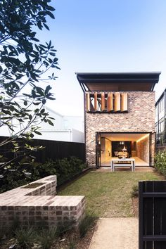 Image 10 of 13 from gallery of Truss House / Carterwilliamson Architects. Photograph by Brett Boardman