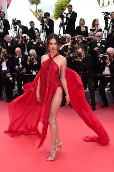 Alessandra Ambrosio At Cannes Film Festival Opening Ceremony - Beautiful Hollywood Models - summer days Alessandra Ambrosio, Peach Gown, Talons Sexy, Hollywood Model, Green Gown, Festival Dress, Ceremony Festival, Red Carpet Looks, Cannes Film Festival