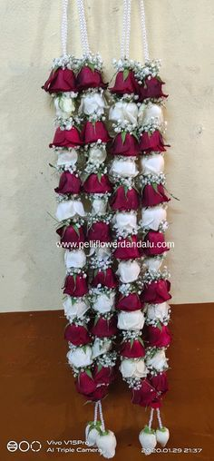 online service in Hyderabad,secunderabad home delivery.Red white cut roses decorate with gypsy flowers poola dandalu flower dandalu dandalu dandalu garlands indian wedding garlands marraige design garland flower garland design models Indian Wedding Flowers, South Indian Wedding Saree, Flower Garland Wedding, Rose Garland, Flower Garlands, Wedding Garlands, Simple Stage Decorations, Engagement Stage Decoration, Marriage Decoration