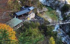 Ötscherhias in den Ötschergräben (Copyright: weinfranz.at) Grand Canyon, House Styles, Den, Trench, Hiking, Vacation, Summer, Nature, Nice Asses