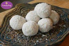 Raffaello golyó tej nélkül! Ez a Raffaello recept zabkorpából és kókuszból készül. Készíts Te is egészséges, házi Raffaello golyót cukor nélkül! Grains, Eggs, Bread, Breakfast, Tej, Cukor, Food, Raffaello, Morning Coffee
