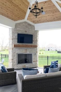 Top 60 Best Patio Fireplace Ideas - Backyard Living Space Designs The timeless ambience of fire paired with the natural splendor of the outdoor patio is truly a match made in heaven.While the fireplace is a Outdoor Fireplace Patio, Outdoor Fireplaces, Deck With Fireplace, Outdoor Kitchen Bars, Outdoor Kitchens, Home Luxury, Outdoor Rooms, Outdoor Living, Outdoor Patios