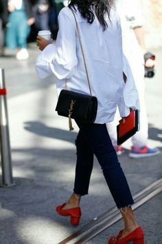 White shirt / Street style fashion / Fashion week / outfits style summer teenage frauen sommer for teens outfits Moda Fashion, Fashion Week, Trendy Fashion, Womens Fashion, Fashion Trends, Style Fashion, Fashion Mode, Classic Fashion, Petite Fashion