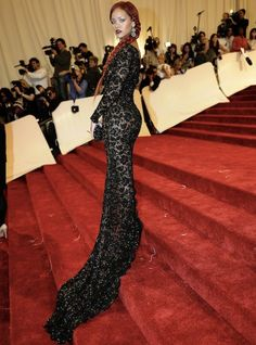 Rihanna Met Gala 2011: Black lace dress.... I don't usually like her, but this dress looks amazing on her!