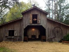5 Barndominium Plans with Width Plan open plan barn house designs Small Barn Home, Small Barns, Old Barns, Barn House Plans, Barn Plans, Rustic Barn Homes, Rustic Cafe, Rustic Restaurant, Rustic Desk