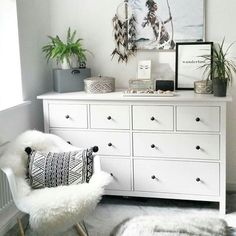 Love this style - Do you? #styleitlight #scandinavian #bedroom #bedroominspo #bedroominspiration #home #homestyle #homeblog #interior #interiorlove #whitewalls #plants #wanderlust #ikeadresser #howyouhome #lovetohome #myhomevibe #interiordecor #interiordesign #newhome #decor #bedroomgoals #dreamcatcher #boho #boholiving #bohohome #bohodecor #nordic #nordichome via @caffeineandcacti