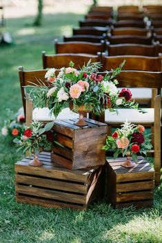 One of the budget-friendly element of country wedding is wooden crates. In our guide of wooden crates wedding ideas, we gathered the most pinned picture Wedding Aisle Outdoor, Outdoor Wedding Decorations, Ceremony Decorations, Outdoor Weddings, Wedding Table, Garden Wedding, Ceremony Backdrop, Wedding Reception, Field Wedding