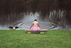 Bob Carey fotografiert sich seit Jahren im Tutu. So entdeckte er neue Seiten an sich, und es gibt seiner krebskranken Frau Lebenskraft.