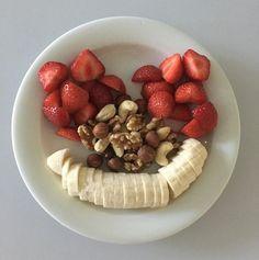 Enjoy the weekend my Friends & Love each other deeply ❤️ #weekend #ingredients #serenity #banana #strawberries #nuts #viikonloppu #friendlyfaces #terveellinenelämä #hymyile #cleaneating #healthyfood #healthylife #healthybody #healthymind