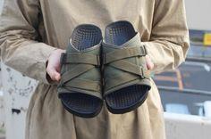 長かった冬が去り、足元も夏仕様に準備を始める頃。今年履き倒すサンダル、もう目星をつけていますか?まだの方は、サブライムのサンダルを要チェック!キャンプでも普段でも履けるコスパ◎なニューサンダル、実際に購入した編集部員が細かくレビューします! Outdoor Fashion, Sock Shoes, Shoes Sandals, Footwear, Camping, My Style, Boots, Sneakers, Womens Fashion