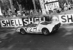 The Amon-Hill GT40, Le Mans, 1965. Hill shattered the lap record before the clutch let go. Photo: Denis Jenkinson pic.twitter.com/be9TeeUqU5